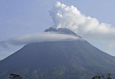 Merapi-Sinabung Siaga, Anak Krakatau dan Semeru Jadi Waspada